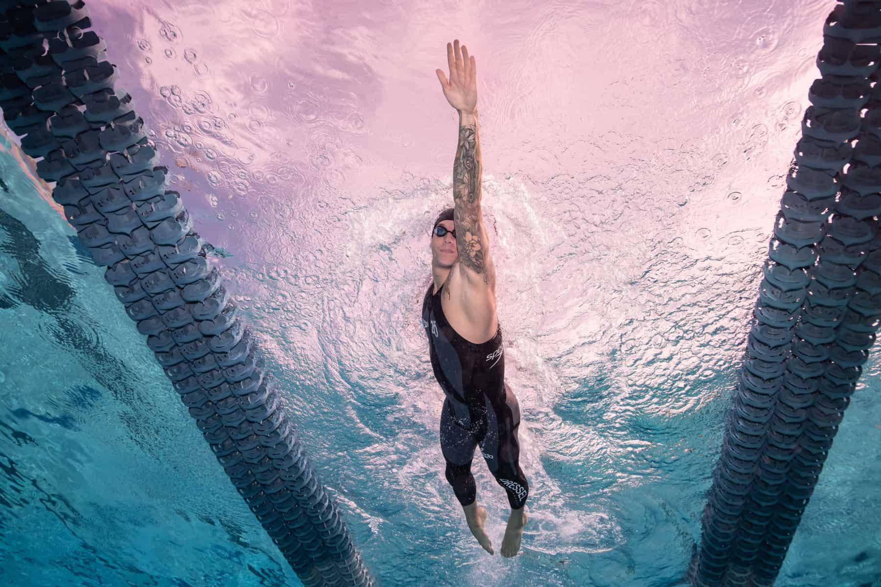 Wuderschwimmer im Wunderanzug: In Kalifornien sprintet Caeleb Dressel 50 Meter im Alleingang gegen die Uhr. Foto: Mike Lewis