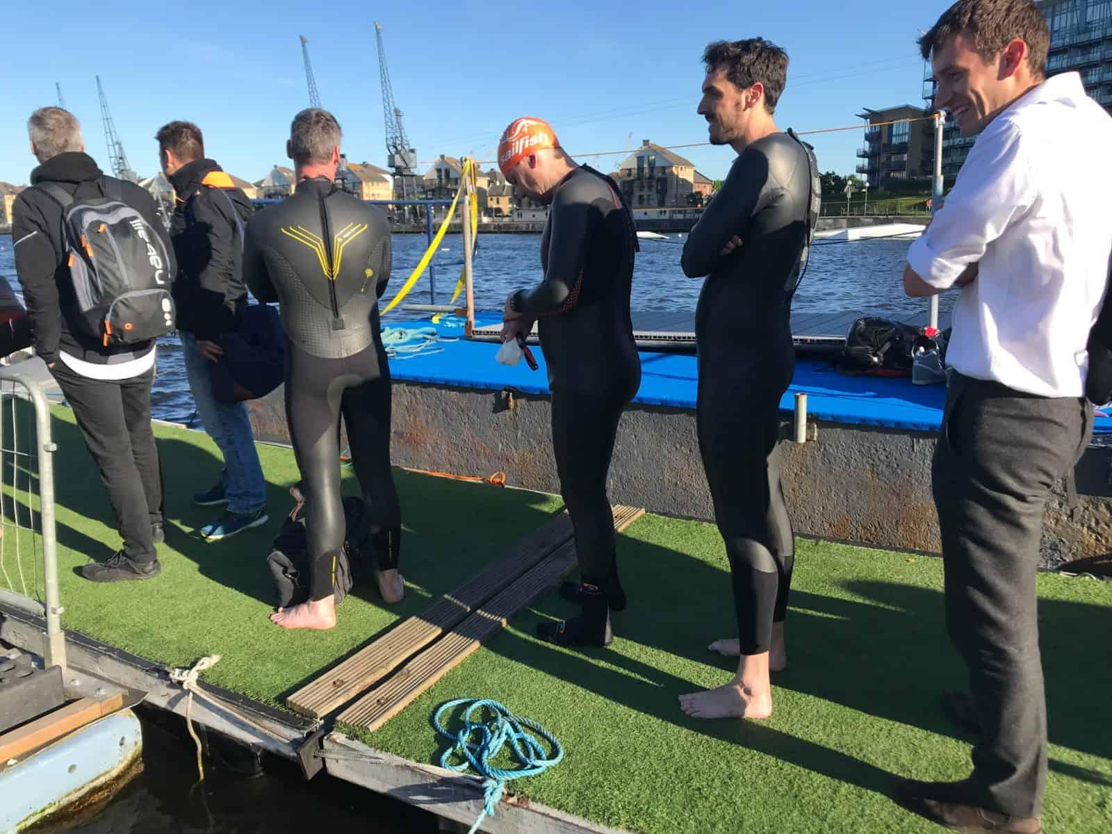 Briten gelten als kälteresistent. Trotzdem schwimmen viele lieber mit Neopren.