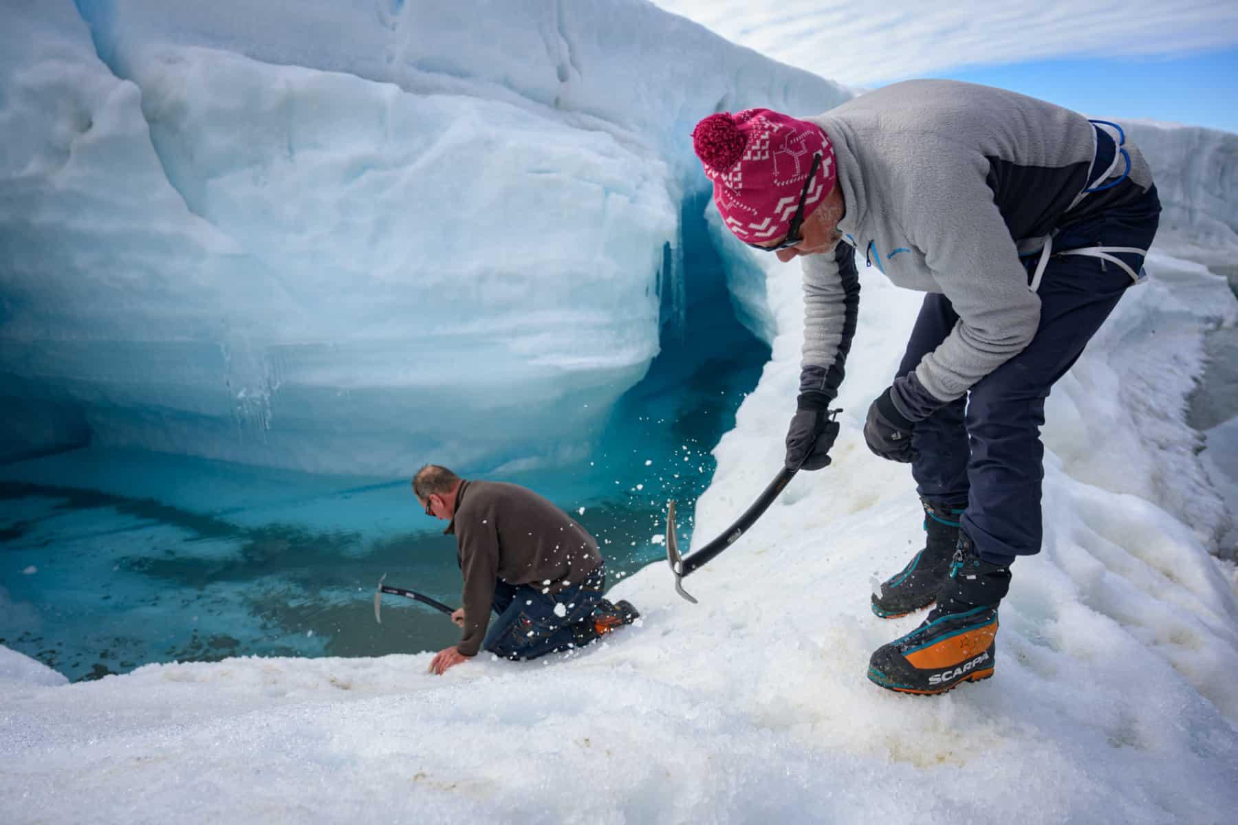 Lewis Pugh schwimmt in der Antarktis.