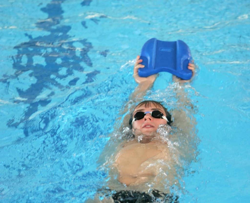 Techniktraining mit Schwimmbrett