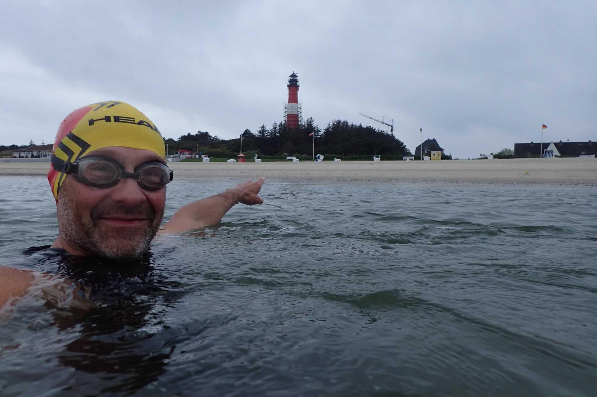Martin Tschepe schwimmt vor Hörnum